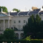 Bâtiment visible depuis le parc