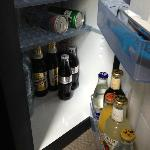 Very little space to open the minibar