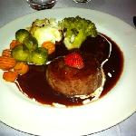 stake with streburry sauce