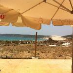 Vista desde el chiringuito de la playa y las ruinas