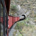 El tren rumbo a uno de los 7 tuneles