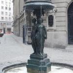 Fonte na frente da sua fachada principal