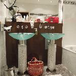 Bathroom of maximilian suite