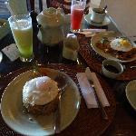 朝食(ナシゴレンとミーゴレン)