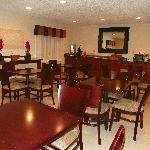 Royalton Inn & Suites