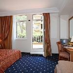 Photo of Pinewood Hotel