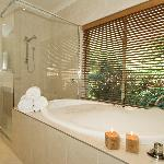 Premier Spa Apartment Ensuite Bathroom