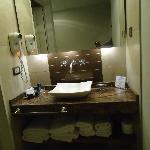 Banheiro limpo, moderno e funcional