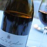 Une satisfaction: le vin au nom du restaurant