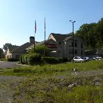 Approach to Hampton Inn Vestal, NY