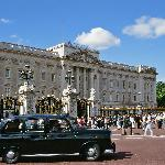BLACK TAXI TOURS AT BUCKINGHAM PALACE