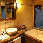 Bungalow's bathroom