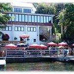 Lakehouse Pub & Grille