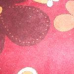 la alfombra y no se puede ver bien lo mal que estaba