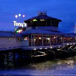 ‪Tony's On the Pier‬