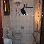 Nasszelle WC, das Klosett wird immer mitgeduscht ...