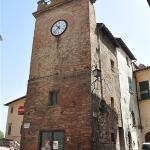 ...der Uhrturm mit Pulcinella Figur...
