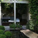 El jardín de la suite y del guesthouse