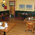 Salle à manger où le déjeuner est servi