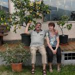 Julia + Jochen unter'm Zitronenbaum