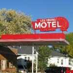 Motel's art deco sign