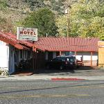 Another view of the L shaped Lee Vining Motel