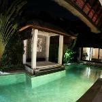Suoni pool at night