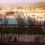 vue piscine et collines avoisinantes