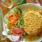 Arroz con pollo en heart shape with salad