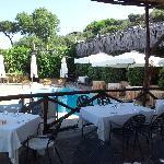 piscina e ristorante esterno