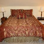 Hokie Nest- queen bed