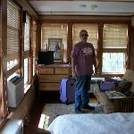 room 6 w/ queen bed & futon couch