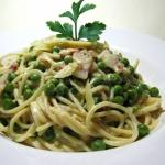 Spaghetti with fresh peas