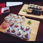 4 sushi rolls