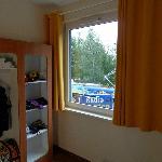 Удобный шкаф и в вид на трамвайные провода
