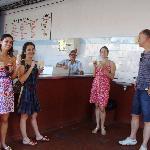 Sempre com turistas visitantes que procuram o sorvete de frutas e variedades da Sorveteria Juar