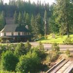 Pinehurst Inn from across the highway