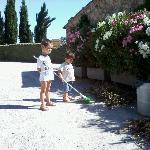 anche Mattia e Tommaso danno una mano alla pulizia!!