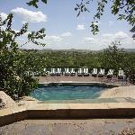 la piscine avec vue sur le Serengeti