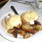 The BEST eggs benecdicts in Ptown (sorry for the spelling)
