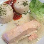 salmon cream sauce with rice / fries
