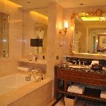 télévision dans la baignoire
