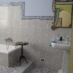 Picasso bathroom detail