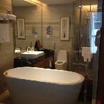 浴缸和淋浴