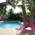 La piscina e la zona giardino