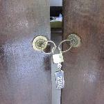 Door doesn't lock safely