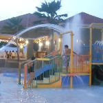 parque acuatico piscina y restaurante