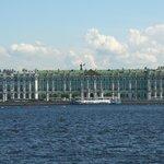 Blick von der Petrograder Seite, direkt am Hotel
