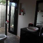 master bathroom/showers, lower villa