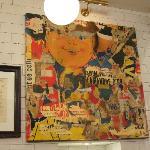 Fargerik kunst på veggen